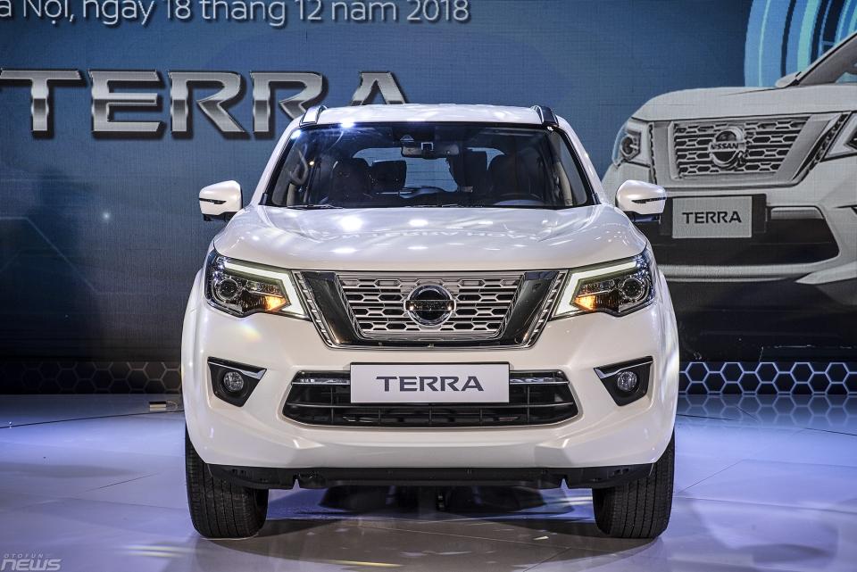 So sánh Nissan Terra và các đối thủ