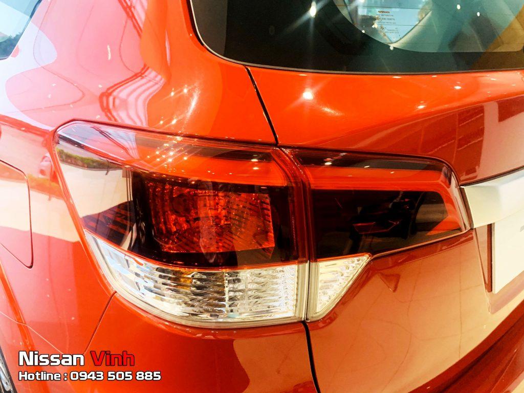 Cụm đèn hậu Nissan Terra