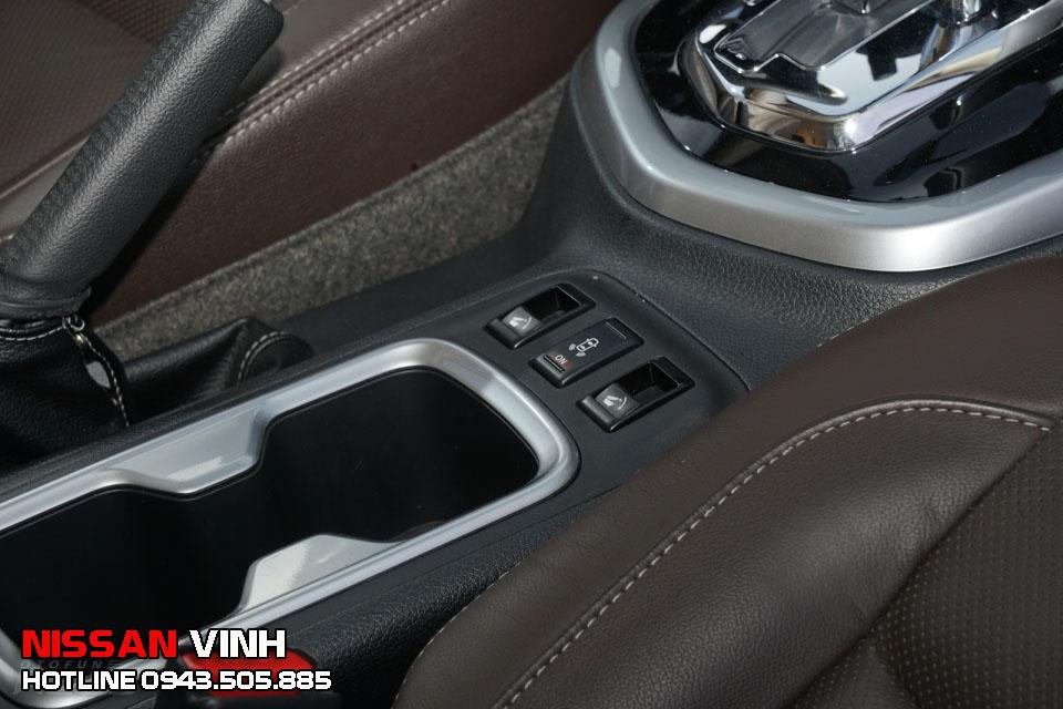 Hệ thống gập ghế 1 chạm trên Nissan Terra