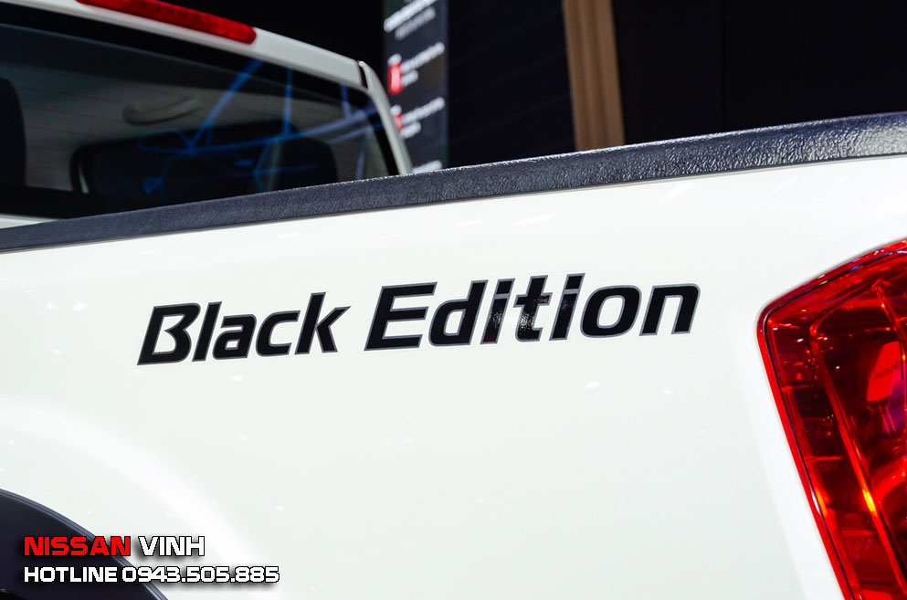 Nissan bổ sung thêm tên phiên bản Black Edition để nhấn mạnh sự khác biệt của chiếc Navara Black Edition này.