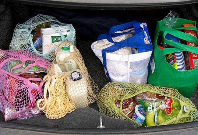 thực phẩm không nên để trong ô tô khi trời nắng nóng