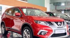 Hình ảnh chi tiết Nissan Xtrail 2.0 màu đỏ tại Showroom Nissan Vinh